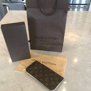 Louis Vuitton Monogramed Zippy Wallet